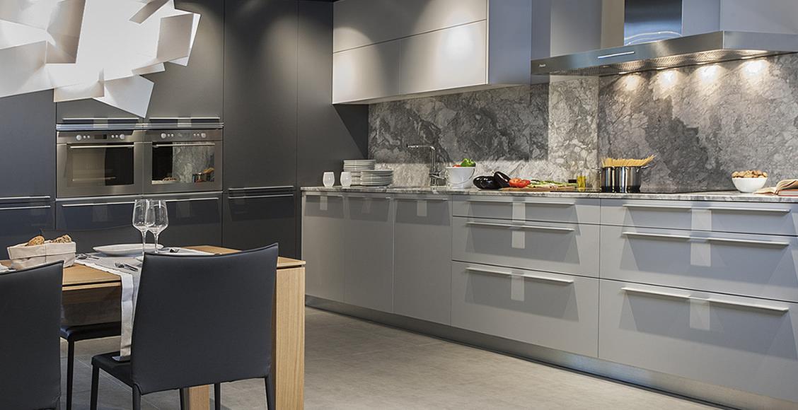 Descubre la nueva web de h nnun mobiliario de hogar for Cocinas con espejos